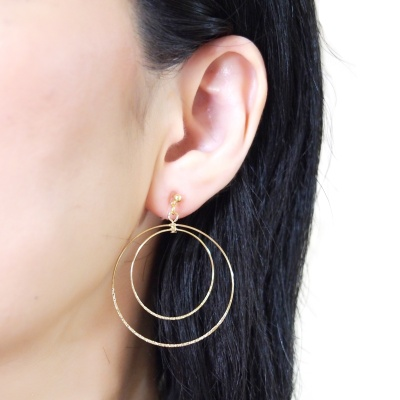 Comfortable pierced look dangle shiny rotatable textured gold double circle hoop invisible clip on earrings MiyabiGrace 夾耳環 夾式耳環 イヤリング1.jpg