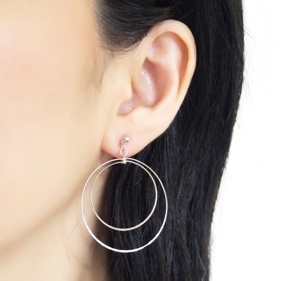 Comfortable pierced look dangle shiny rotatable textured silver double circle hoop invisible clip on earrings MiyabiGrace 夾耳環 夾式耳環 イヤリング1.jpg