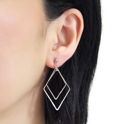 Comfortable pierced look dangle shiny rotatable textured silver double square diamond hoop invisible clip on earrings MiyabiGrace 夾耳環 夾式耳環 イヤリング1.jpg