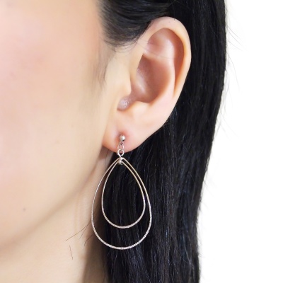 Comfortable pierced look dangle shiny rotatable textured silver double teardrop hoop invisible clip on earrings MiyabiGrace 夾耳環 夾式耳環 イヤリング1.jpg
