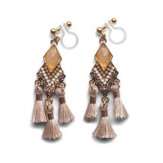 "<img src=""pierced-look-comfortable-dangle-beige-rhinestone-tassel-boho-bohemian-invisible-clip-on-earrings-miyabigrace-e5a4bee880b3e792b0-e5a4bee5bc8fe880b3e792b0-e382a4e383a"" alt=""pierced look and comfortable Comfortable and pierced look beige tassel with crystal bohemian ethnic invisible clip on earrings bridal jewelry by MiyabiGrace 耳環夾 ノンホールピアス 夾式耳環""/>"