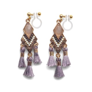 "<img src=""pierced-look-comfortable-dangle-gray-rhinestone-tassel-boho-bohemian-invisible-clip-on-earrings-miyabigrace-e5a4bee880b3e792b0-e5a4bee5bc8fe880b3e792b0-e382a4e383a4e383a"" alt=""pierced look and comfortable Comfortable and pierced look gray tassel with crystal bohemian ethnic invisible clip on earrings bridal jewelry by MiyabiGrace 耳環夾 ノンホールピアス 夾式耳環""/>"