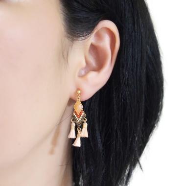 "<img src=""pierced-look-comfortable-dangle-orange-rhinestone-tassel-boho-bohemian-invisible-clip-on-earrings-miyabigrace-e5a4bee880b3e792b0-e5a4bee5bc8fe880b3e792b0-e382a4e383a"" alt=""pierced look and comfortable Comfortable and pierced look light orange tassel with crystal bohemian ethnic invisible clip on earrings bridal jewelry by MiyabiGrace 耳環夾 ノンホールピアス 夾式耳環""/>"
