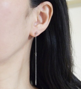 "<img src=""pierced-look-comfortable-dangle-silver-threader-chain-minimalist-invisible-clip-on-earrings-miyabigrace9.jpg"" alt=""pierced look and comfortable Comfortable and pierced look dangle long silver metallic threader bar invisible clip on earrings by MiyabiGrace 耳環夾 ノンホールピアス 夾式耳環""/>"