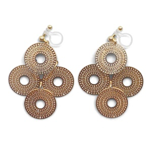 "<img src=""comfortable-pierced-look-dangle-gold-four-circle-coin-filigree-invisible-clip-on-earrings-miyabigrace-e5a4bee880b3e792b0-e5a4bee5bc8fe880b3e792b0-e382a4e383a4e383aa.jpg"" alt=""pierced look and comfortable Comfortable and pierced look dangle gold circle filigree invisible clip on earrings bridal jewelry by MiyabiGrace 耳環夾 ノンホールピアス 夾式耳環""/>"