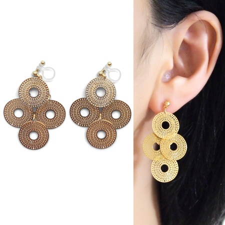 "<img src=""comfortable-pierced-look-dangle-gold-four-circle-coin-filigree-invisible-clip-on-earrings-miyabigrace-e5a4bee880b3e792b0-e5a4bee5bc8fe880b3e792b0-e382a4e383a4e383aa2.jpg"" alt=""pierced look and comfortable Comfortable and pierced look dangle gold circle filigree invisible clip on earrings bridal jewelry by MiyabiGrace 耳環夾 ノンホールピアス 夾式耳環""/>"