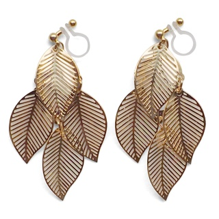 "<img src=""comfortable-pierced-look-dangle-gold-four-leave-leaf-botanical-filigree-invisible-clip-on-earrings-miyabigrace-e5a4bee880b3e792b0-e5a4bee5bc8fe880b3e792b0-e382a4e383a43.jpg"" alt=""pierced look and comfortable Comfortable and pierced look dangle gold leaf filigree invisible clip on earrings bridal jewelry by MiyabiGrace 耳環夾 ノンホールピアス 夾式耳環""/>"