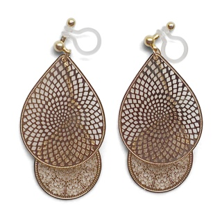 "<img src=""comfortable-pierced-look-dangle-gold-two-mesh-oriental-filigree-invisible-clip-on-earrings-miyabigrace-e5a4bee880b3e792b0-e5a4bee5bc8fe880b3e792b0-e382a4e383a4e383aa.jpg"" alt=""pierced look and comfortable Comfortable and pierced look dangle gold teardrop filigree invisible clip on earrings bridal jewelry by MiyabiGrace 耳環夾 ノンホールピアス 夾式耳環""/>"