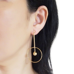 "<img src=""Comfortable pierced look gold double sided hoop arrow ball bar modern dangle invisible clip on earrings Miyabi Grace (5).jpg"" alt=""Pierced look comfortable dangle gold double sided circle long chain hoop invisible clip on earrings 4"">"