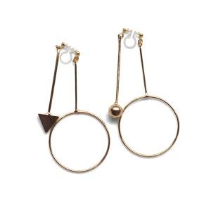 "<img src=""Comfortable pierced look gold double sided hoop arrow ball bar modern dangle invisible clip on earrings Miyabi Grace (7).jpg"" alt=""Pierced look comfortable dangle gold double sided circle long chain hoop invisible clip on earrings 4"">"