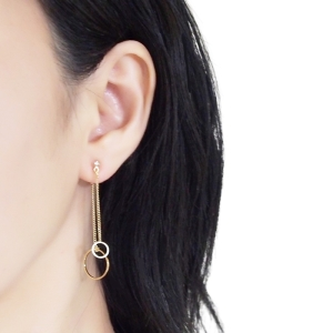 "<img src=""Pierced look comfortable dangle gold double sided circle long chain hoop invisible clip on earrings 4.jpg"" alt=""Pierced look comfortable dangle gold double sided circle long chain hoop invisible clip on earrings 4"">"