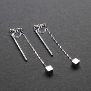 "<img src=""Pierced look comfortable dangle silver double sided rhinestone crystal cube invisible clip on earrings 3.jpg"" alt=""Pierced look comfortable dangle gold double sided circle long chain hoop invisible clip on earrings 4"">"