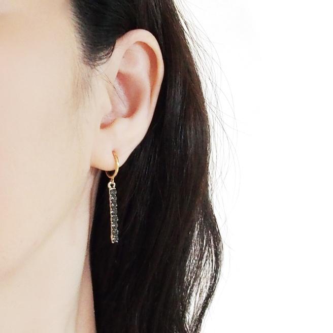 Comfortable pierced look black crystal rhinestone bar clip on earrings (1).jpg