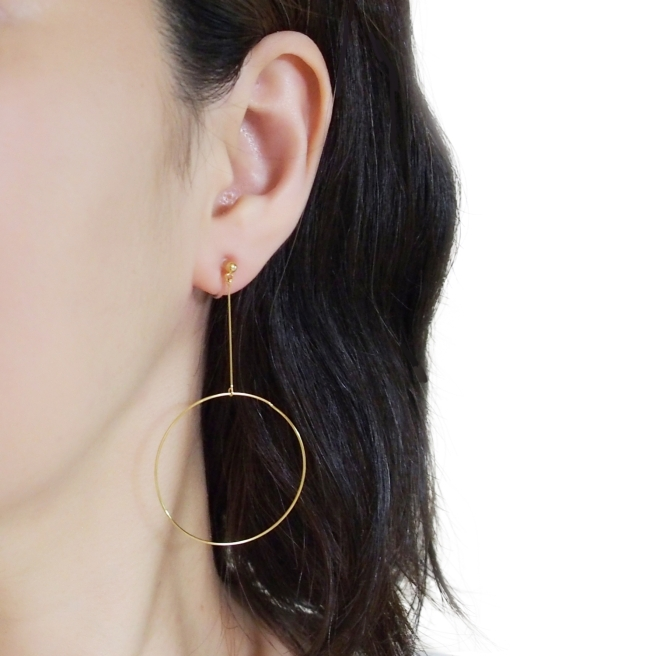 Comfortable-pierced-look-elegant-large-gold-round-circle-hoop-dangle-Invisible-clip-on-earrings-Miyabi-Grace1.jpg