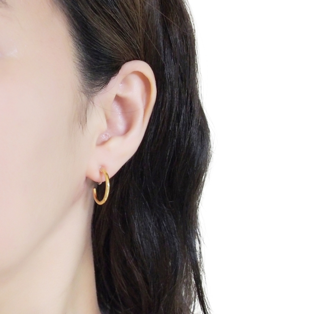 Comfortable-pierced-look-elegant-small-gold-simple-hoop-Invisible-clip-on-earrings-Miyabi-Grace7.jpg
