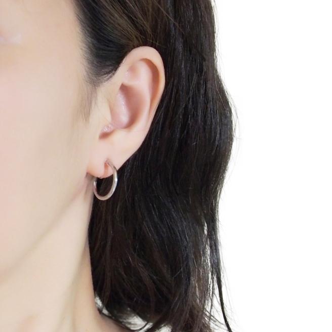 Comfortable pierced look elegant small silver simple hoop Invisible clip on earrings Miyabi Grace10.jpg