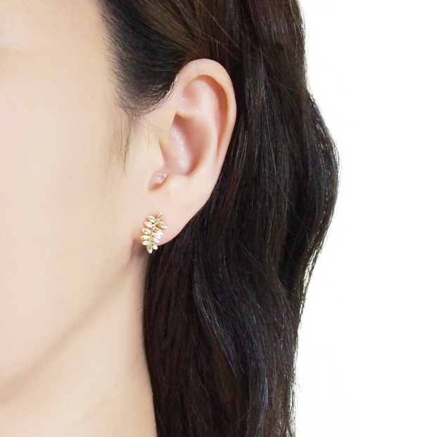 Comfortable-pierced-look-Gold-Leaf-Leaves-Branch-Invisible-clip-on-stud-earrings-Miyabi-Grace (1).jpg