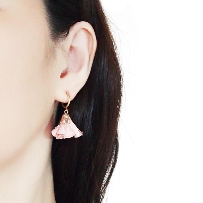 Comfortable pierced look pink flower fabric tassel resin clip on earrings Miyabi  (1).jpg